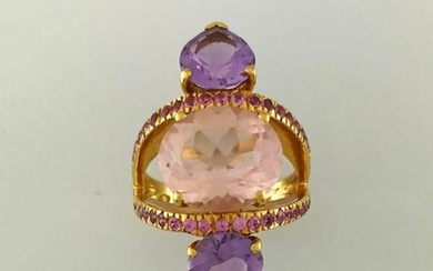Openwork ring in 750°/°° gold centered on a...