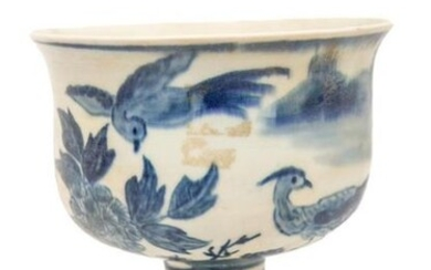 PORCELAIN BOWL ON FOOT WITH BLUE-WHITE DECORATION