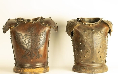 Pair of busts with noble coat of arms - Leather, with Metal studs - probably 19th century