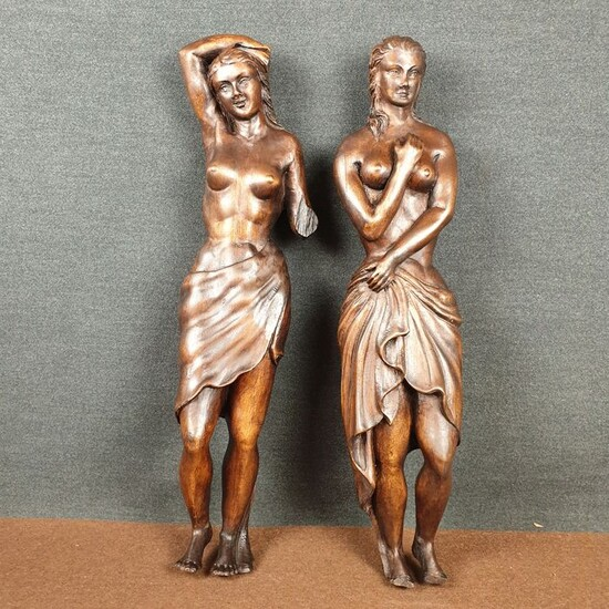 Pair of sculptures of women coming out of the swimming pool half covered with sheets - 50 cm (2) - stone pine wood - Early 20th century