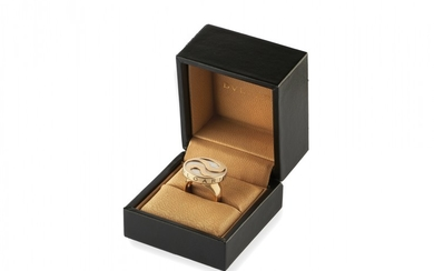 YELLOW GOLD AND MOTHER OF PEARL RING, BULGARI