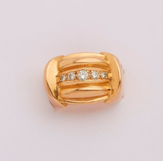 Yellow gold ring set with a line of...
