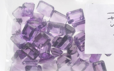 A COLLECTION OF LOOSE EMERALD CUT AMETHYSTS WEIGHING 77.50CTS
