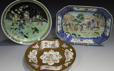 A Chinese famille rose and underglaze blue export porcelain meat dish, Qianlong period, the centre p