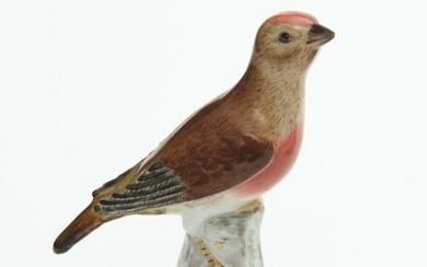 A MEISSEN FIGURE OF A ROBIN REDBREAST BIRD, BLUE CROSSED SWORDS MARK TO THE UNDERSIDE, H.13CM, LEONARD JOEL LOCAL DELIVERY SIZE: SMALL