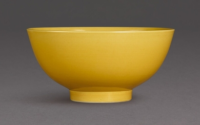A RARE YELLOW-GLAZED BOWL SEAL MARK AND PERIOD OF QIANLONG
