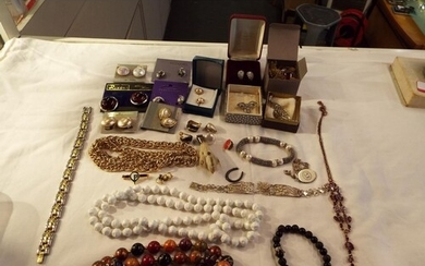 A mixed selection of costume jewellery to include necklaces,...