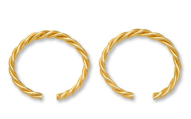 A pair of twisted gold bracelets, qianzhuo