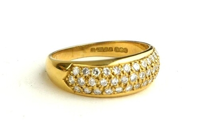 AN 18CT GOLD RING, SET WITH THREE ROWS OF DIAMONDS (SIZE Q/R...