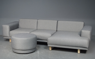 Danish design three-seater sofa with chaise lounge and puff (2) This lot has been put up for resale under the new lot no. 5496822