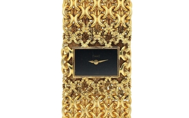 PIAGET | REF 3891 N583, A YELLOW GOLD BRACELET WATCH WITH ONYX DIAL CIRCA 1970