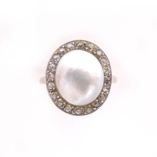RING in 14K white gold and platinum retaining a fine pearl (not tested) in a 8/8 diamond setting. TDD: 52. Gross weight : 3.90 gr. A diamond, pearl and gold ring.
