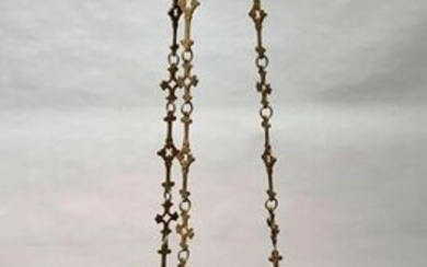 SANCTUARY chandelier, in chased and gilded bronze in neo-gothic style with quatrefoil motifs and crenellations. 19th century period. Height 120 cm. L. 43 cm. The hanging cross is missing. Small restorations, wear and tear, missing the night light.
