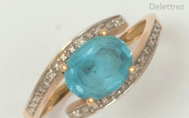 Yellow gold ring set with a blue topaz...