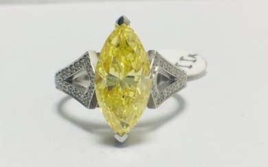3.54ct Marquis Fancy yellow diamond set in 18ct...