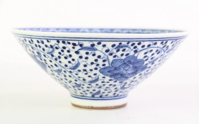 A Blue And White Chinese Bowl Dia 17cm
