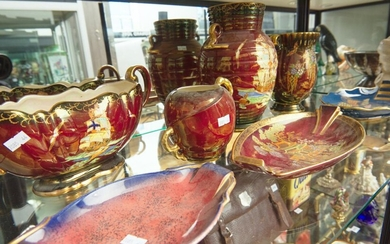 A COLLECTION OF CARLTONWARE ROUGE ROYALE AND CROWN DEVON CERAMICS, INCLUDING FOUR TWO HANDLED VASES AND THREE DISHES