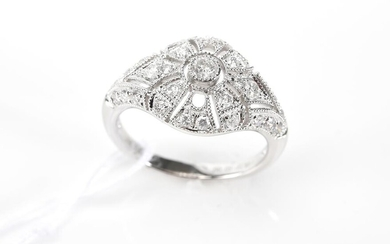 A DIAMOND PLAQUE RING IN 18CT WHITE GOLD, SIZE M, 3.6GMS