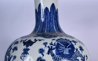 A HUGE CHINESE BLUE AND WHITE PORCELAIN VASE, decorated