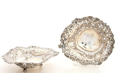 A PAIR OF VICTORIAN PIERCED SILVER PIN DISHES, 9 CM L, BY NA...