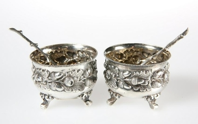 A PAIR OF VICTORIAN SILVER SALTS,MAPPIN &