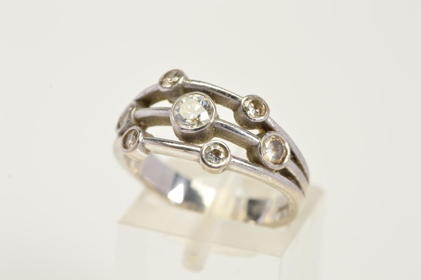 AN 18CT WHITE GOLD DIAMOND DRESS RING, the ring split into t...