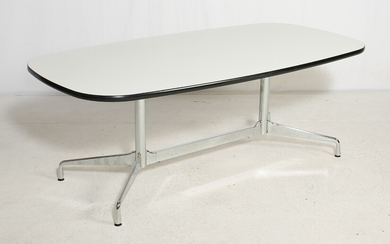 Charles & Ray Eames. Ovalt table 'Segmented table'