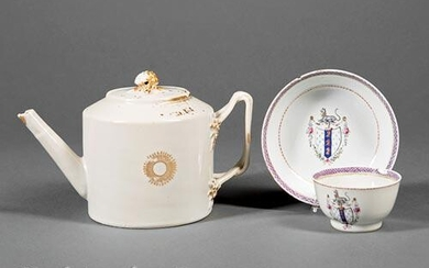 Chinese Export Porcelain Covered Teapot