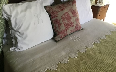 FRENCH VICTORIAN SCALLOPEDBEDLINEN - Linen - Early 20th century
