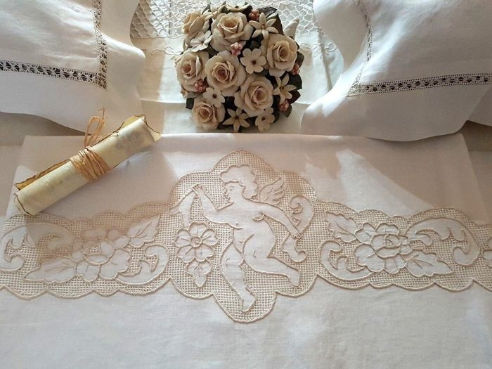 Fine extra pure 100% linen sheet with peahole unstitched hem and satin stitch angels embroidery - entirely handmade