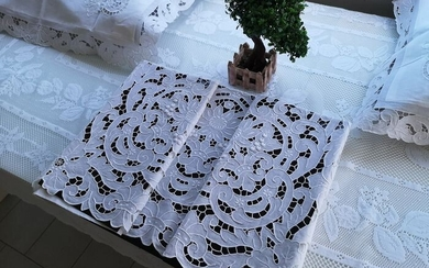Pure linen sheet museum with Grappoli embroidery and Intaglio completely by hand - Linen - AFTER 2000