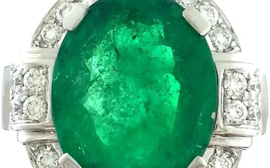 Ring in white gold 750°/°°°sertie of a Colombian emerald, oval shape of approx. 3,70 cts. in a diamond ring, Finger size 53, (grinded), Gross weight: 6,59g