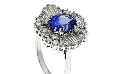 Sapphire diamond ring WG 750/000 with an oval...
