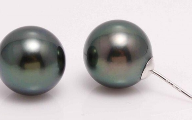 18 kt. White Gold - 11x12mm Peacock Tahitian Pearls