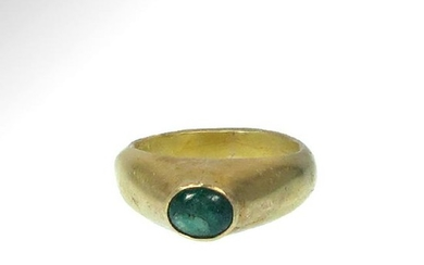 European Medieval Gold and Emerald Stirrup Ring, c.