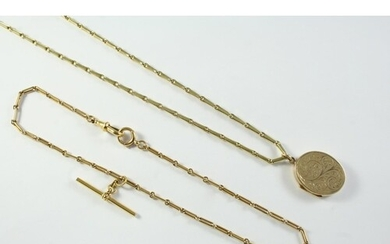 A 9CT GOLD WATCH CHAIN suspending a 9ct gold 't' bar, 32cm l...