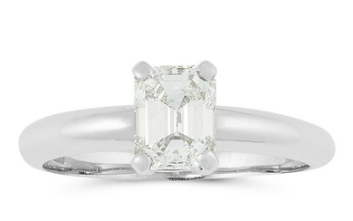 A DIAMOND SOLITAIRE RING in platinum, set with an