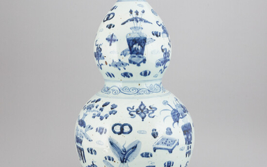 A large Chinese blue and white double gourd vase, second half of the 20th century.