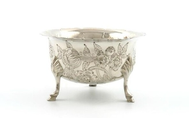A late-Victorian Irish silver sugar bowl, by West...