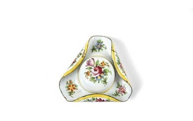 A pretty french enamel tricorn hat shaped patch boxClick her...