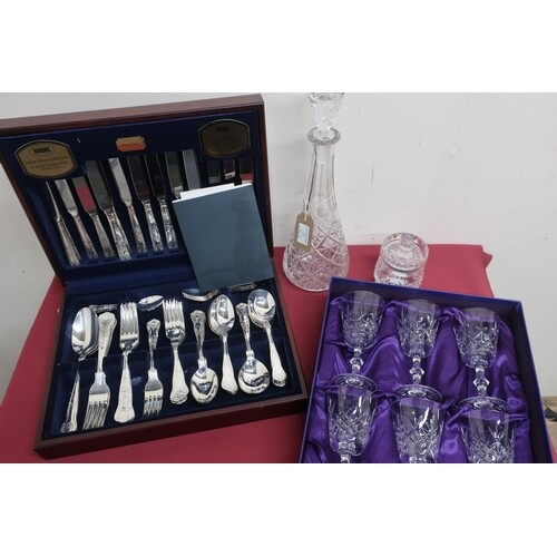 Canteen of Viners Kings Royale pattern silver plated cutlery...