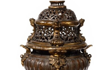 Censer in brass, bronze and repoussé sheet metal, patinated and gilded, the openwork lid with uprights with children's heads, the basin with gadroons and chimeras resting on claw feet, (the chain is missing). 17th century. H : 29 cm