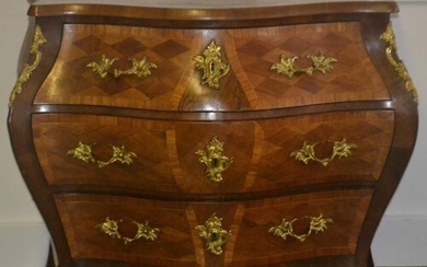 Fabulous French serpentine fronted style three drawer chest ...