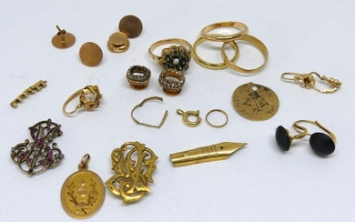 LOT of gold DEBRIS, monograms, mounts with damaged collar buttons etc... Gross weight 31 g