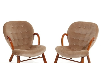 "Philip Arctander: ""Clam chair"". A pair of easy chairs with oak armrests and legs. Seat and back upholstered with brownish velour, fitted with buttons. (2)"