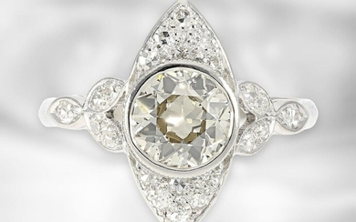 Ring: attractive, probably antique platinum marquis ring with large old-cut diamond of approx. 1.25ct, 950 platinum