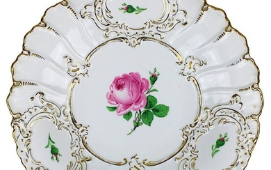 Splendid bowl, Meissen 1924 - 1934, Pfeiffer period, round form, decorated with coloured and gold figures, decor: red rose, walls with 3 cartouches in relief, on the bottom blue sword mark and embossed number. F152 and 14, first choice, d: 29,5 cm...
