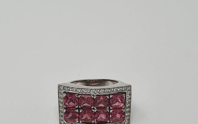 Tourmaline and Diamond ring. The 8 tourmalines move on articulated kittens. The whole is surrounded by a row of diamonds of about 0.50 Ct