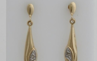 Yellow gold earrings, 585/000, with a drop-shaped