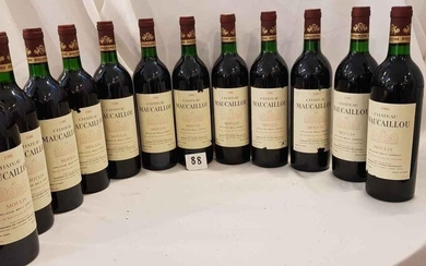 12 bottles château MAUCAILLOU 1986 MOULIS Beautiful presentation for 6 and 6 damaged labels. Low neck levels.